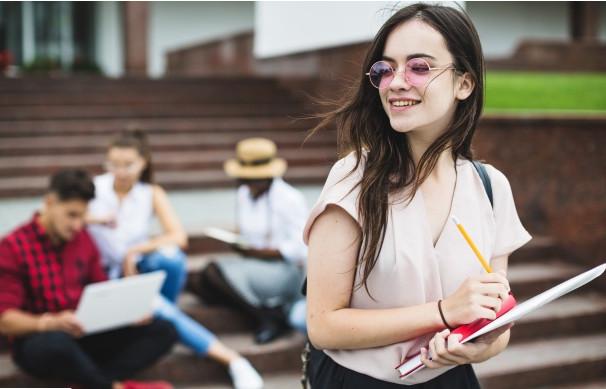 trang phục lịch sự khi đi thực tập của sinh viên
