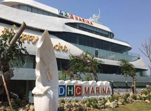 DHC marina with carp statue