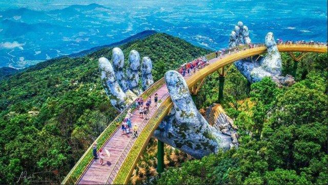 golden bridge in da nang