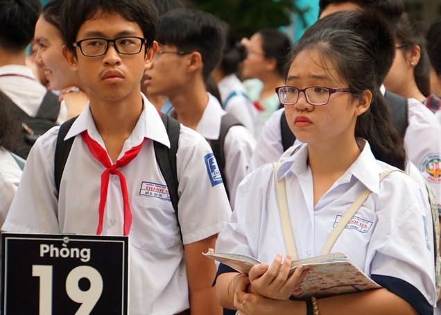 thí sinh dự thi vào lớp 10 tại THCS Điện Biên